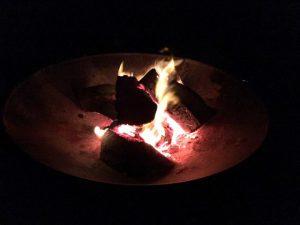 Vuurtje tijdens winterkamperen