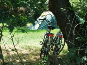 fietsen bij de tent